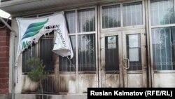 """""""Мекеним Кыргызстан"""" партиясынын штабы."""