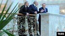 Belarus -- President Alyaksandr Lukashenka, Vladimir Putin and Nursultan Nazarbaev are seen ahead of a CIS summit at the Independence Palace in Minsk, Ocober 24, 2013