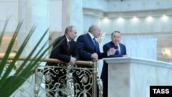 Բելառուս -- Վլադիմիր Պուտինը, Ալեքսանդր Լուկաշենկոն և Նուրսուլթան Նազարբաևը Մինսկի Անկախության պալատում, 24-ը հոկտեմբերի, 2013