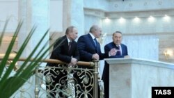 Беларусь - Владимир Путин, Александр Лукашенко и Нурсултан Назарбаев во Дворце независимости в Минске, 24 октября 2013 г.
