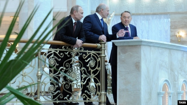 Presidents Vladimir Putin, Alyaksandr Lukashenka, and Nursultan Nazarbaev (left to right) of Russia, Belarus, and Kazakhstan visit at the Independence Palace in Minsk on October 24, ahead of a CIS summit.