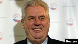 Фаворитот во вториот круг од изборите за претседател на Чешка, социјалдемократот Милош Земан.