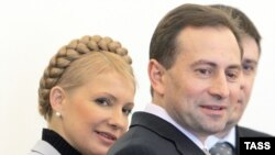 Mykola Tomenko with Prime Minister Yulia Tymoshenko (file photo)