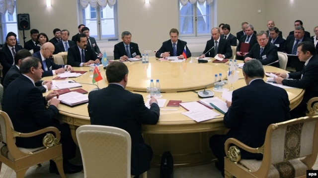 Then-Russian Prime Minister Vladimir Putin (third from right) chairs a Eurasian Customs Union meeting in 2009.