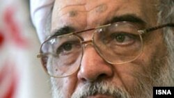 در دوران رياست ۲۶ ماهه عباسعلی عميد زنجانی موج اخراج، تصفيه و بازنشستگی اجباری ده ها تن از استادان ممتاز و سرشناس در دانشگاه تهران تداوم داشت.