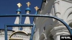 В Московской партиархии не понимают иронию журналистов, сравнивающих эти храмы с магазинами шаговой доступности
