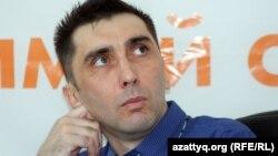 Гражданский активист Вадим Курамшин на онлайн-конференции в Алматинском бюро Азаттыка после своего освобождения из таразской тюрьмы. Алматы, 31 августа 2012 года.