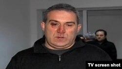 Нападавшие, около восьми человек, поджидали его у дома, когда он возвращался в три часа ночи, рассказывает Циклаури, схватили и пытались затащить в машину. Два раза они даже воспользовались электрошокером