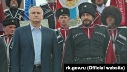 Отаман «Чорноморського казачого війська» Антон Сироткін (праворуч) із Сергієм Аксеновим
