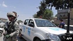 Američki vojnik stražari ispred vozila UN-a u Avganistanu, Kabul 29. jun 2010.