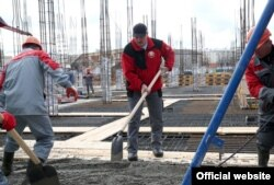 Аляксандар Лукашэнка на рэканструкцыі стадыёну «Дынама» ў Менску. 23 красавіка 2016 году