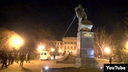 Ukraine - Demolition of а monument to Nikolay Rudnev in Kharkiv, 11Apr2015