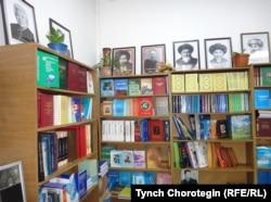 """""""Нуска"""" китеп дүкөнүнүн ичи. Бишкек. 29-июнь 2017-жыл."""