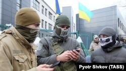 Активісти блокують телеканал NewsOne у Києві, 4 грудня 2017 року