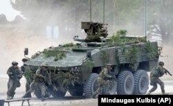 Военнослужащие НАТО на учениях в Литве