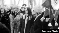 Майстроўскія Каляды ў Заслаўі, 1982 год. Сяржук Цімохаў (у кажусе) выконваў ролю Казы.