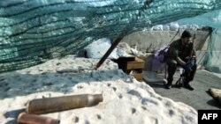 Украинаның шығысындағы ресейшіл қарулы адам. Славянск маңы, 26 мамыр 2014 жыл.