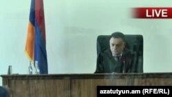 Судья суда общей юрисдикции Давид Григорян ведет заседание по делу Роберта Кочаряна (архив)