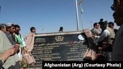 اشرف غنی جاده میدان هوایی را افتتاح و آنرا به نام جنرال عبدالرازق قوماندان امنیه سابق کندهار مسمی نمود.