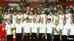 اعضای تیم والیبال ایران برای خودداری از مسابقه با اسرائیل همه به کلینیک رفتند (عکس مربوط به مسابقاتی در ایران)