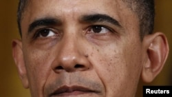 აშშ-ის პრეზიდენტი, ბარაკ ობამა, თეთრ სახლში გამოსვლისას