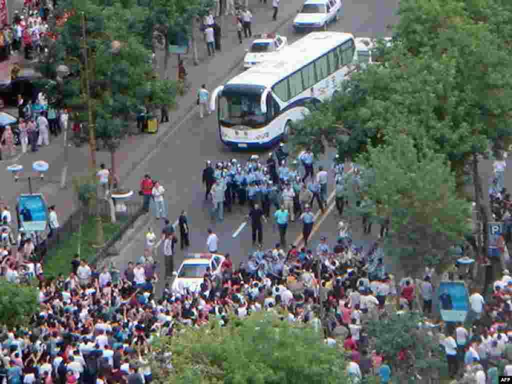 Жертвами беспорядков в Синьцзян-Уйгурском автономном районе на северо-западе Китая стали не менее 140 человек, более 800 получили ранения