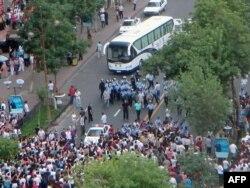 Үрімжідегі ұйғырлар мен полицияның қақтығысы. Қытай, 5 шілде 2009 жыл. (Көрнекі сурет)