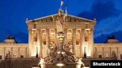 Ավստրիայի խորհրդարանի շենքը մայրաքաղաք Վիեննայում