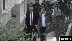 ورود کشیش اندرو برانسون به خانهاش در ازمیر ترکیه پس از صدور حکم آزادیاش