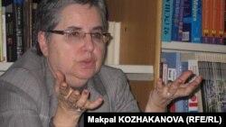 Марта Олкотт, американский эксперт по Центральной Азии, на пресс-конференции в посольстве США в Казахстане. Алматы, 6 марта 2012 года.