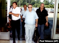 اوری لوبرانی (وسط)، آخرین سفیر اسرائیل در ایران