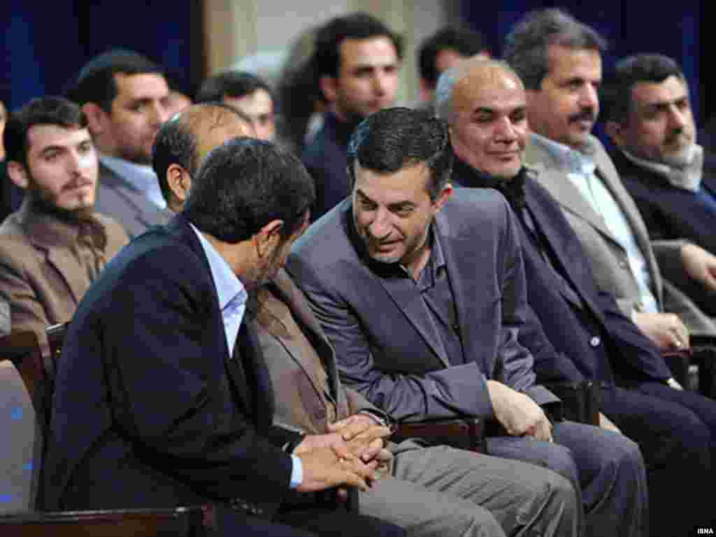 Iran -- Iranian president Mahmud Ahmadinejad (L) speaks with Iranian Vice-President Esfandiar Rahim-Mashaei, In a meeting with Yong advisor in Tehran, 27May2010 - mashaee