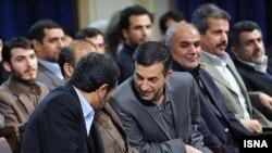 اسفنديار رحيممشايی (راست) و محمود احمدی نژاد (چپ)