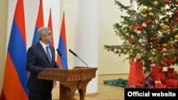 Президент Армении Серж Саргсян выступает на приеме по случаю новогоднях праздников, 25 декабря 2015 г.