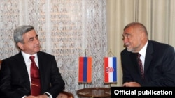 Պաշտոնական այցով Խորվաթիայում գտնվող Սերժ Սարգսյանը եւ Խորվաթիայի նախագահ Ստյեպան Մեսիչը, 7 սեպտեմբերի, 2009
