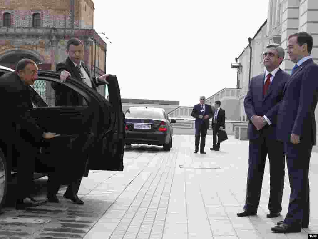 Россия -- Трехсторонняя встреча президентов России, Армении и Азербайджана в Казани, 24 июня 2011
