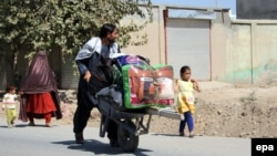 The Norwegian Refugee Council says hundreds of Afghan families are desperately fleeing armed conflict in Kunduz Province. (file photo)