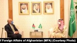 فیصل بن فرحان آل سعود وزیر خارجه عربستان سعودی در ملاقات با همتای افغان خود حنیف اتمر