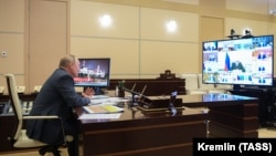 Vladimir Putin aprelin 1-də video ilə müşavirə keçirib