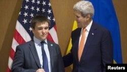 Госсекретарь США Джон Керри и министр иностранных дел Украины Павел Климкин во время встречи в Анталье