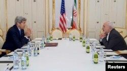 Ջոն Քերրին և Մոհամադ Ջավադ Զարիֆը բանակցում են Վիեննայում, 30-ը հունիսի, 2015թ․