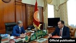 Алмазбек Атамбаев менен Темир Жумакадыров.