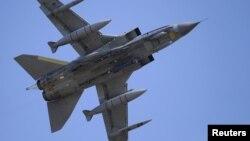 «Տորնադո» ռազմական օդանավը թռիչքի ժամանակ, արխիվ