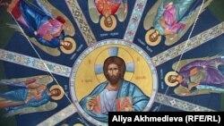 Роспись купола Свято-Абалацкого храма. Поселок Карабулак, Алматинская область. 20 декабря 2011 года.