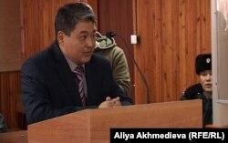Бывший командир воинской части 2484 Нуржан Сержанов выступает в суде. Талдыкорган, 27 ноября 2012 года.