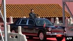 Председатель КНР Си Цзиньпин перед началом военного парада