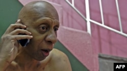 Cuban dissident Guillermo Farinas received confirmation by mobile phone on October 21 that he had been awarded the Sakharov Prize by the European Parliament.