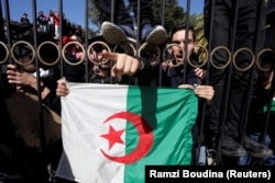 Протесты возле одного из университетов столицы Алжира. 4 марта 2019 года