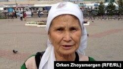 Мешітке келушілердің бірі Фарида Бүркітбаева. Астана, 1 тамыз 2013 жыл.