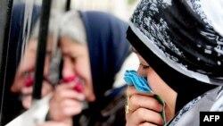 """Бакудегі шейіттер аллеясында """"Қаралы қаңтар"""" оқиғасы құрбандарын еске алу. Әзербайжан, 20 қаңтар 2014 жыл."""